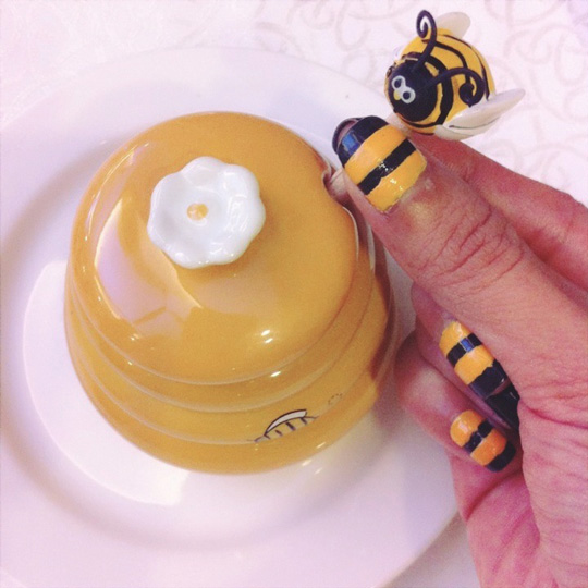 Buzz!! I love my bumble bee nail art! Had it done with the help of Raquel of I Do Nails. I'm giving away free mani-pedis from them, too! Click here to win them!