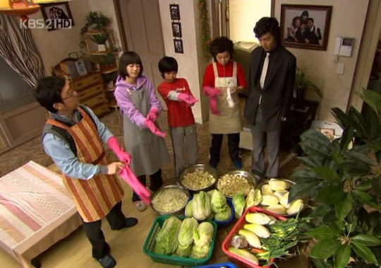 A funny scene from my favorite Koreanovela, Boys Over Flowers. The main characters, Jun Pyo and Jan Di, make kimchi. P.S. I heart Lee Min Ho <3