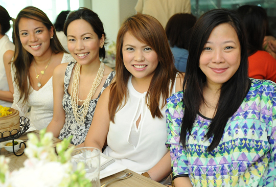 Learned lots of beauty trivia at a blogger lunch that Pond's hosted for us. Say hi to Unilever's Cheska and Zo, and Jane of flatsandstilettos.com.