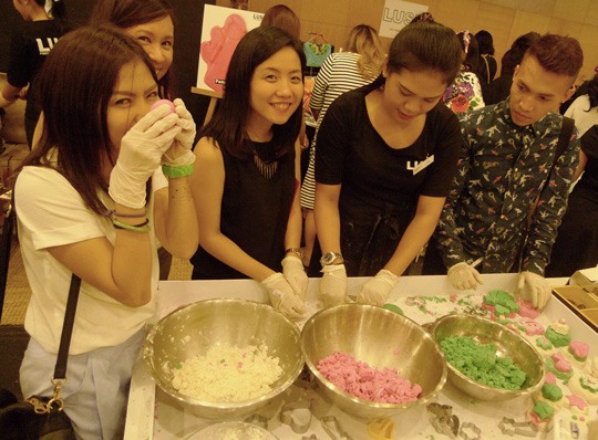 Fun with the Summit Media girls! Just slap on a pair of rubber gloves to keep 'em clean and shape your soap—just like play dough!