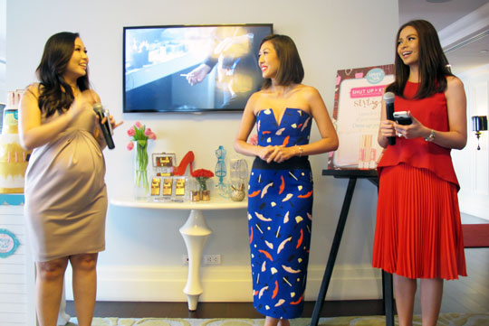 Happy Skin founders, Rissa Mananquil-Trillo and Jacqe Yuengtian-Gutierrez, introduce Liz at the event.