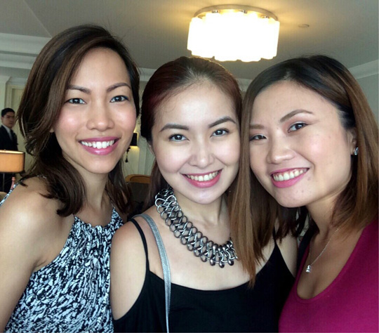 Snuck in a quick selfie with beauty bloggers Angela and Tara!