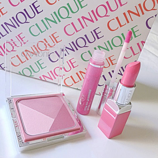 Clinique Pop of Colour + Primer in Sweet Pop 09 and Long Last Glosswear in Kissyfit. Also in the photo: the Sculptionary Cheek Contouring Palette, which I'll review soon!