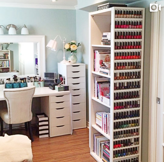 The makeup room of @asimplehedonist looks pretty awesome, too! I want those drawers!