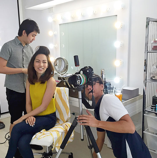 Primping first! So happy my love, John Pagaduan, did my makeup. P.S. Look at me trying to see what the photog's doing. Hahaha!