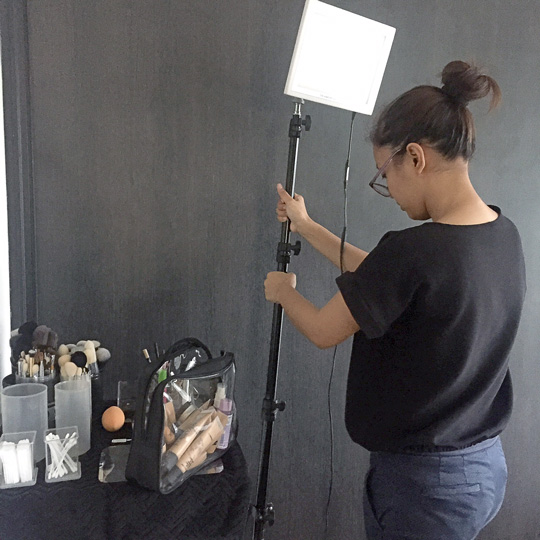 There's Anthea setting up! You can take a closer look at all her brushes on my IG account here.