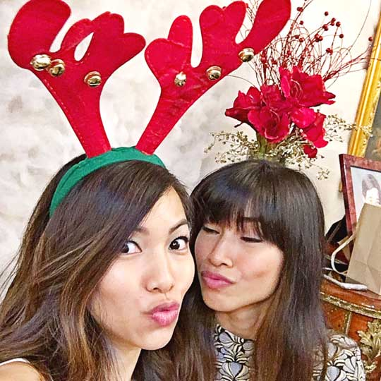 MERRY CHRISTMAS!!! Hehe, just goofing off with my sister :p