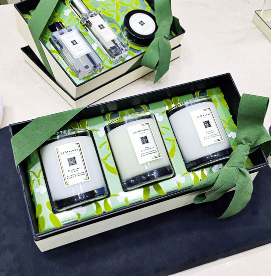 Such elegant gift sets—perfect for your guy's mom or the tough-to-impress sister.