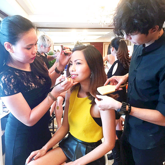 And if it's the fab team from Laura Mercier and Rustan's taking care of you, you won't be able to resist either!