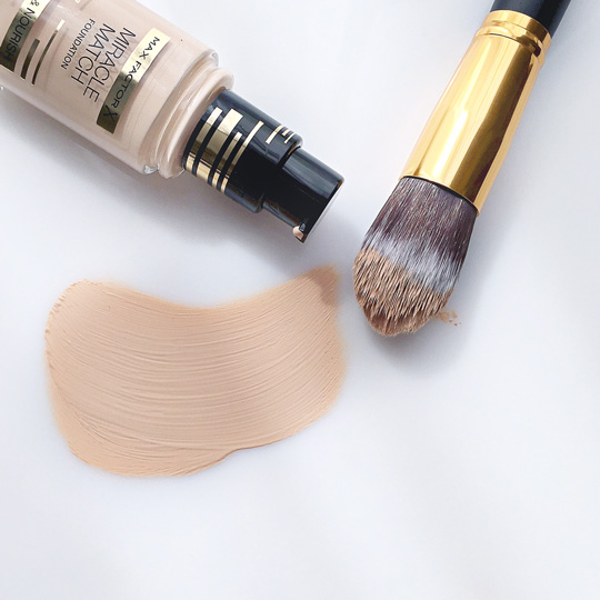 The Max Factor Miracle Match actually glides on like a dream and it feels light on your skin, too.
