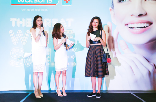 On stage facilitating a fun, little skincare trivia game for the #WatsonsGreatWhiteSale event.