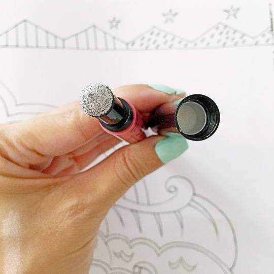 Oh, and one last tip! When replacing the cap for the lip pen, make sure you put the one with the highlighting pigment on the right end (look out for the white shadow).