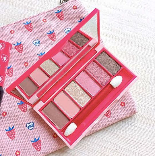Up next: The Etude House Berry Delicious Fantastic Color Eyes Palette in Strawberry Fondue, P848.