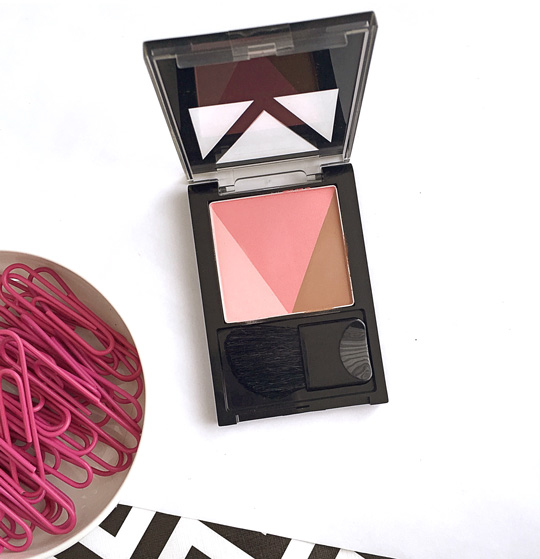 Lastly, we have the Maybelline V-Face Duo Blusher, P399.